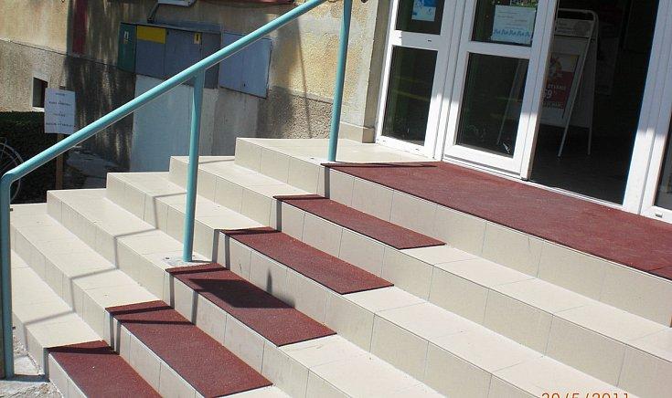 Munka-, Szociális- és Családügyi Hivatal kirendeltségének lépcsői