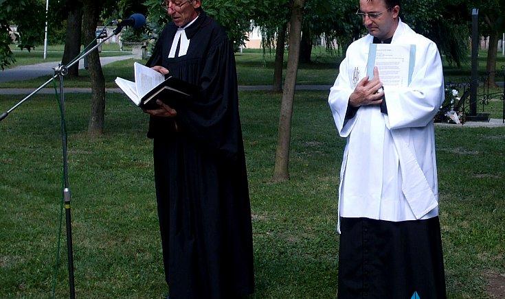 Katolikus és evangélikus istentisztelet.