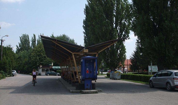 Az átépítésre váró buszmegálló