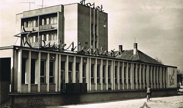 A régi hotel.(1966)