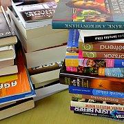 Könyveket adományoztak a fiatalok