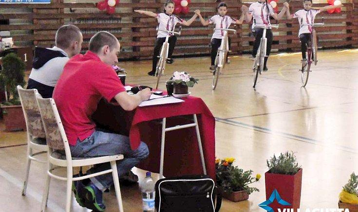 Művészi teremkerékpár: Gúta kupáért versengtek