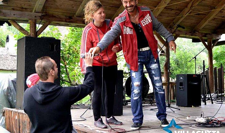 Tomika és családja, valamint DJ. Sipi