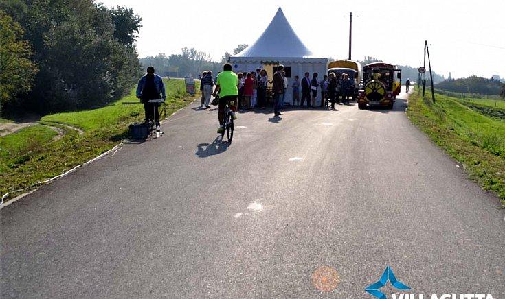 Átadták a Gúta-Komárom közti új kerékpárutat