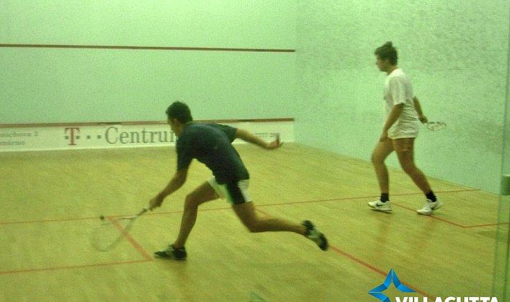Kedvenc sportja a squash.