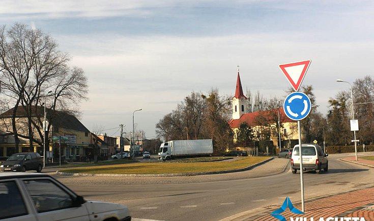 A körforgalmak építése városfejlesztéshez tartozik.