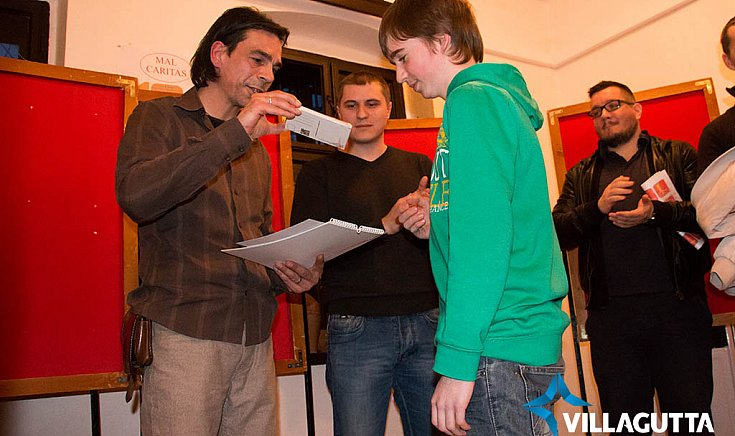 Bombicz Ferenc veszi át a díját.