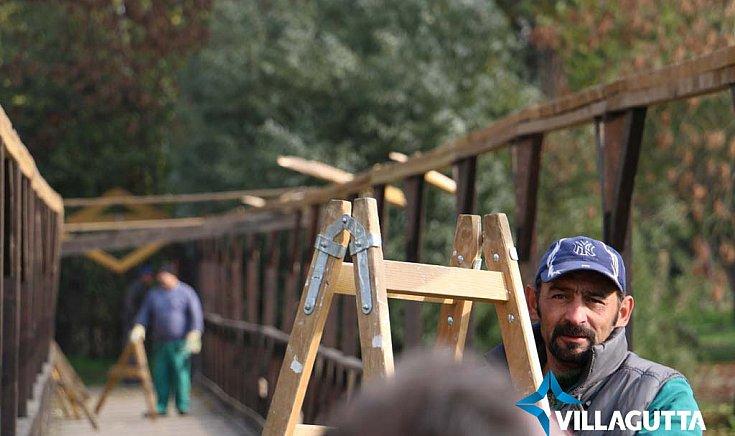 Megkezdték a gútai fahíd felújítását