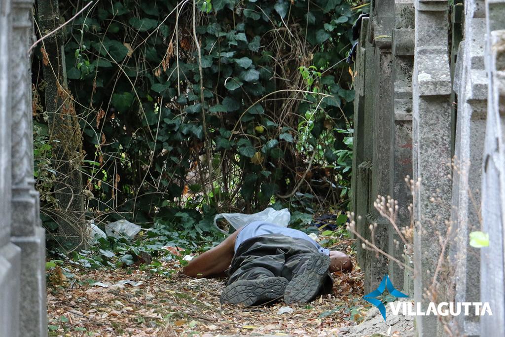 Kilakoltatják a hajléktalanokat a parkokból