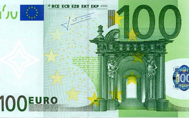 Száz eurót adnak karácsonyra